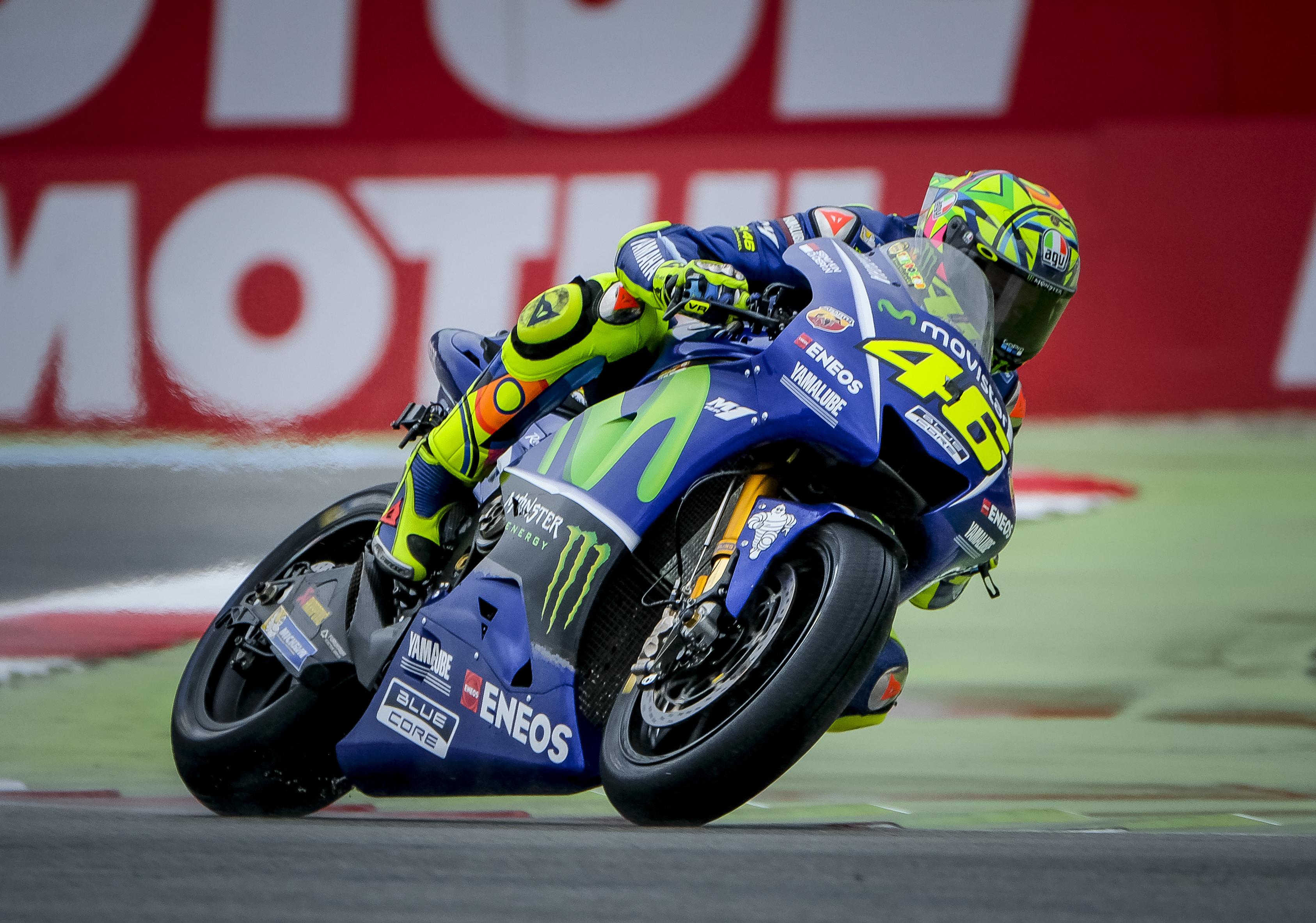 Rossi gana en Assen, Petrucci y Márquez completan el podio